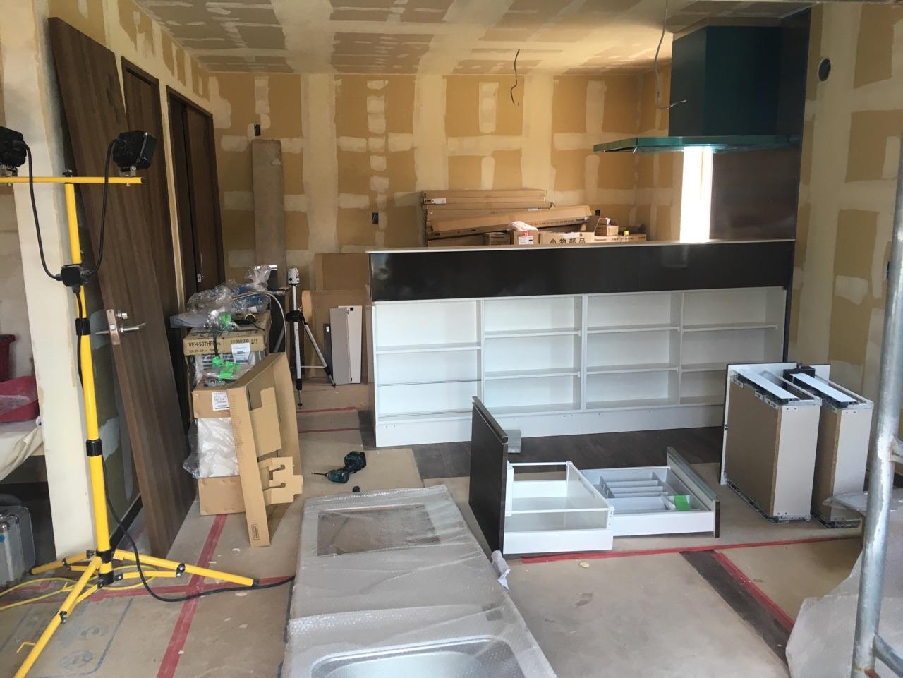 H様邸新築工事 ⑮クロスパテ処理・キッチン工事
